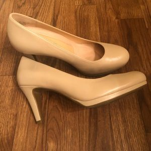 Naturalizer beige pump
